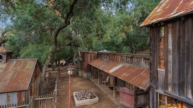 $1.5M Rustic Ranch in Southern California Is Handcrafted From Reclaimed Materials