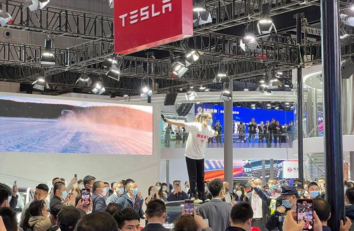 WATCH: Woman Protests Tesla 'Brake Failure' at Shanghai Auto Show